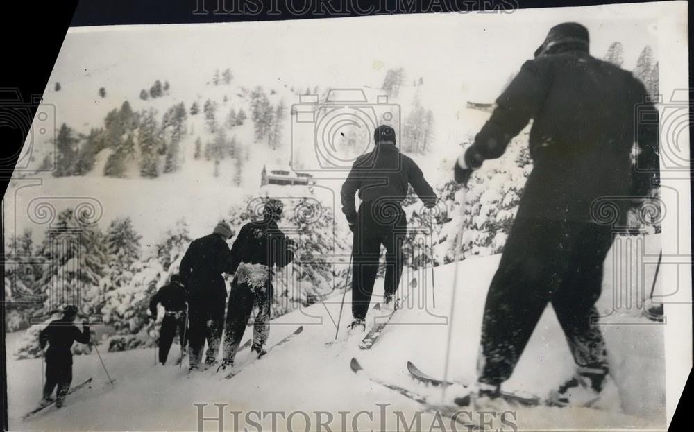 1948 Press Photo Alpine skiers at the Olympics - Historic Images