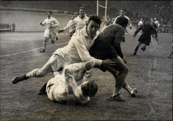 1955 Press Photo Rugby: London beats Paris by 15 to 3 - Historic Images