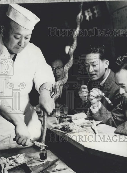 Press Photo The Fukuchan restaurant in Tokyo serves only snakes - Historic Images