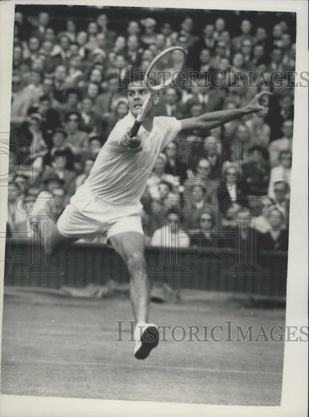 1955 Press Photo S. Richardson In Play During Wimbledon Match - Historic Images