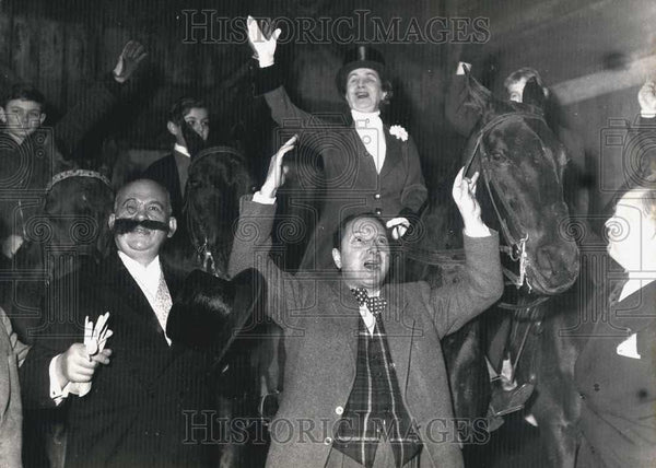 1954 Press Photo Men Celebrating Horse Race Win New Academy - Historic Images
