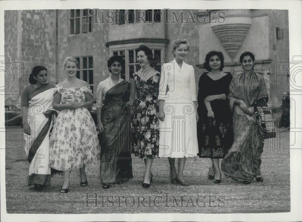 1957 Press Photo Countess Mountbatten opens ''The House of Citizenship'' - Historic Images