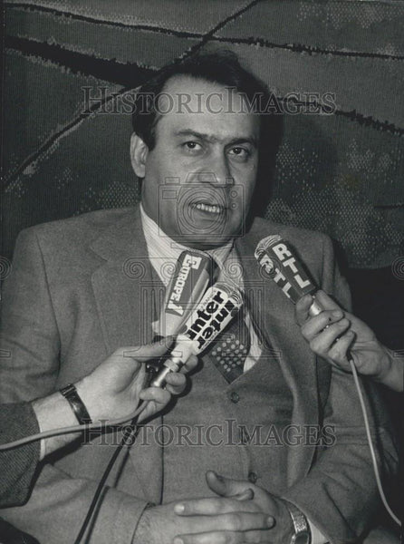 1980 Press Photo Sadegh Ghotzadeh Responds to Press Questions - Historic Images