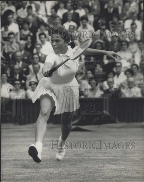 1959 Press Photo Edda Buding F. Dela Courtie championships at Wimbledon - Historic Images