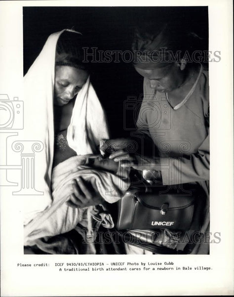 Press Photo Birth Attendant, Bale Village - Historic Images