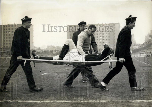 1957 Press Photo PLayer Mac Ewen Injured During International Rugby League Match - Historic Images