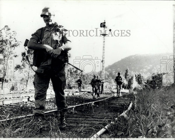 1976 Press Photo Armed soldiers patrol railway in Australia after terror attack - Historic Images