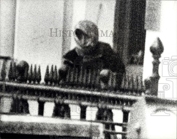 1980 Press Photo One of the Terrorists holding Iranin Embassy in London - Historic Images