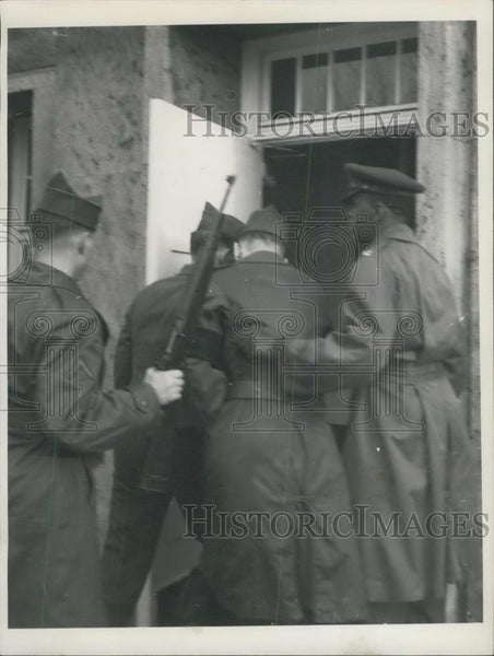 Press Photo Robert Blevens, who deserted this year twice,under arrest - Historic Images