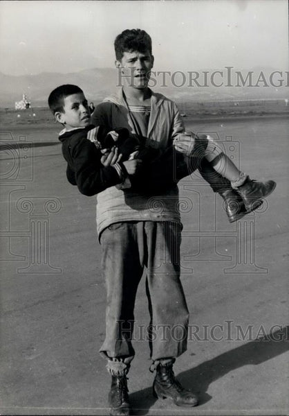 1960 Press Photo Sailor carries boy injured in Agadir Earthquake - Historic Images