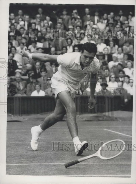 1957 Press Photo Wimbledon Championships Pietrangeli Of Italy - Loses His Racket - Historic Images