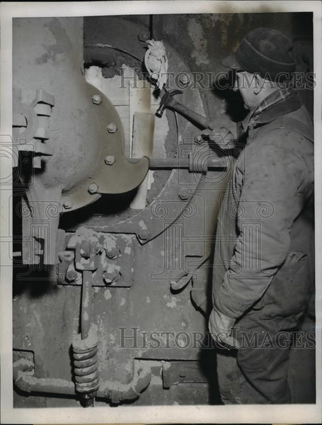 1946 Press Photo V. Sikora, Carnegie-Illinois Steel Corporation's South Chicago - Historic Images