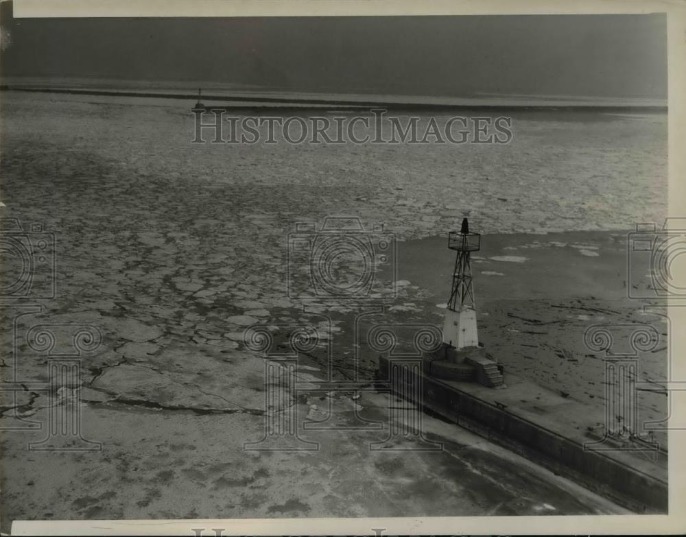 1941 Press Photo Ice formation at Cuyagoha River - Historic Images