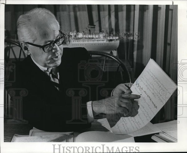 1969 Press Photo Atty. Warren Cameron in Oregon Constitution. - ora00038 - Historic Images