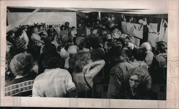 1976 Press Photo Jimmy Carter supporters jammed his Portland Head quarters - Historic Images