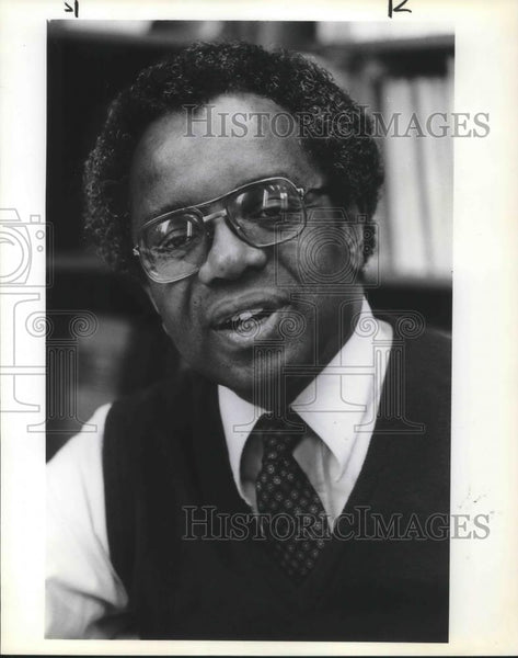 1982 Press Photo Derrick Bell - University of Oregon Law School Dean - ora15487 - Historic Images