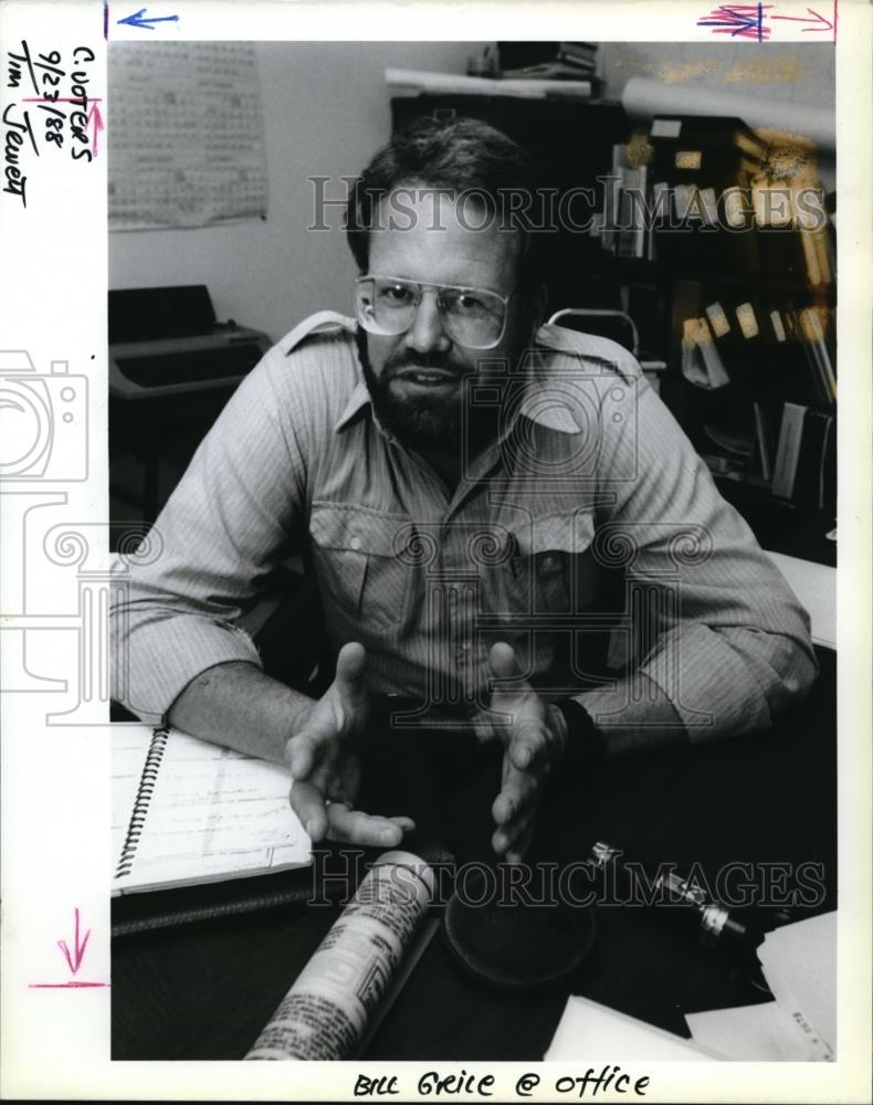 1988 press photo bill grile at the office - ora28585 | historic images