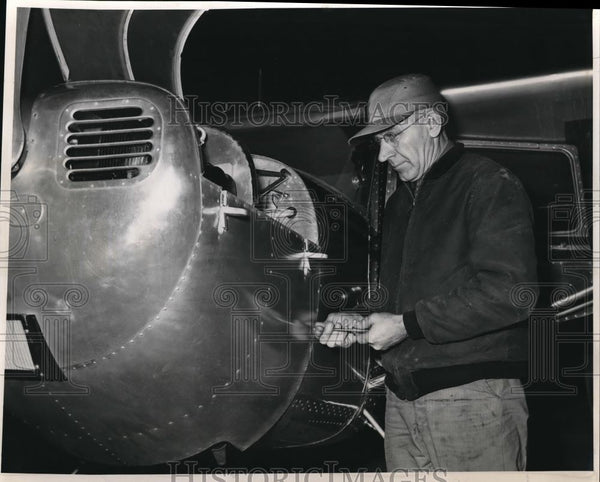 1945 Press Photo Otte Hendricks Portland Mechanic Pilot, Marine Engineer. - Historic Images
