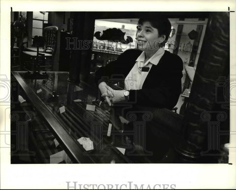 1990 Press Photo Joyce Porcelli at American Folk Arts and Americana Gallery