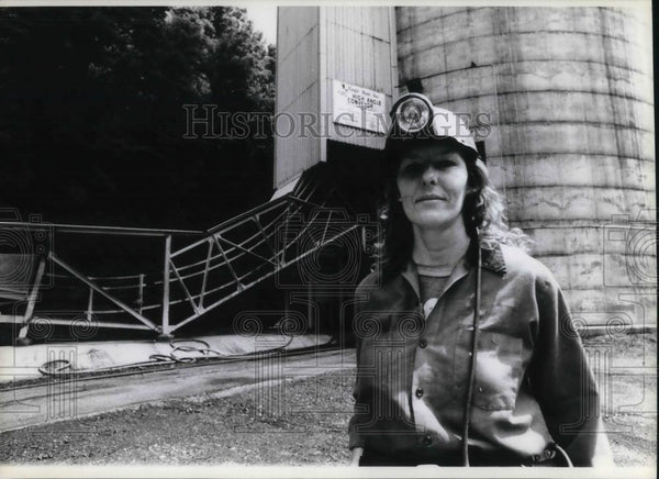 1992 Press Photo Libby Lindsay 35 among industry's first female coal miner - Historic Images