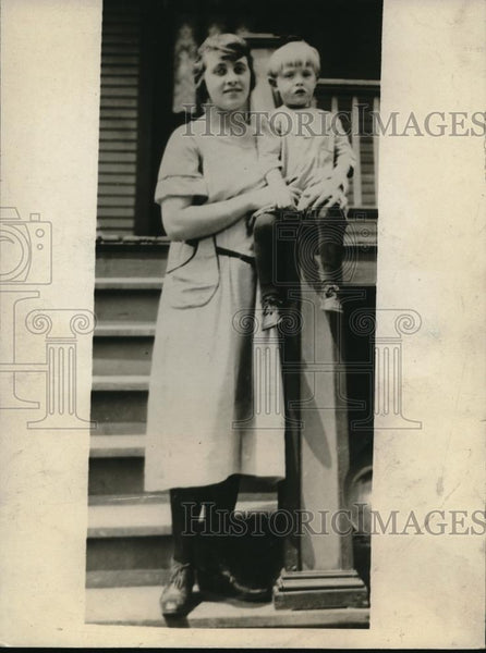 Press Photo Miss Lillian Boreno who was taken into custody by the police - Historic Images