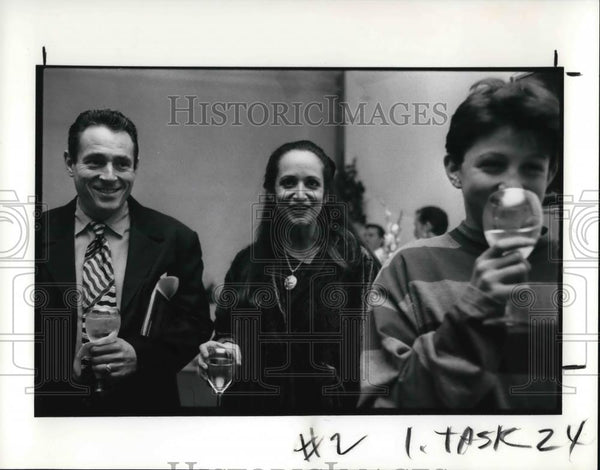 1991 Press Photo Honey Lazar and Paul Monette amused by their son Matt - Historic Images