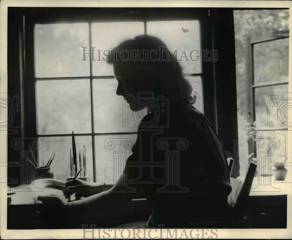 1944 Press Photo Mrs. Mary Gordon works at learning metal craft - nee00340 - Historic Images