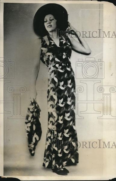 1931 Press Photo Beach dress in orange blue & maroon for Princess Ileana Roumani - Historic Images