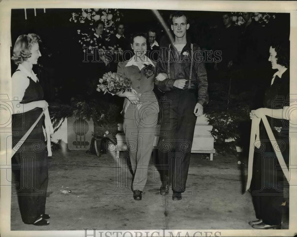 1944 Press Photo Bride & groom leave church after wedding with co workers - Historic Images