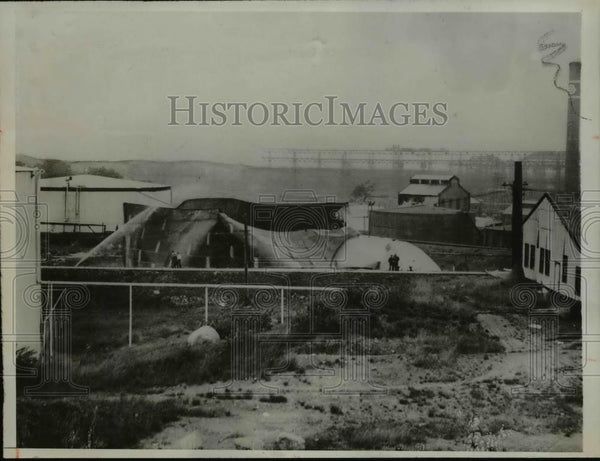 1932 Press Photo Braintree Mass after a huge gas tank exploded. - Historic Images