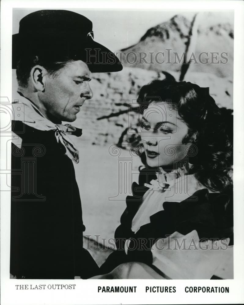 1951 Press Photo Ronald Reagan & Rhonda Fleming in The Last Outpost - Historic Images