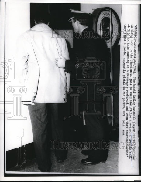 1961 Press Photo Cincinnati Reds Baseball Player Frankie Robinson in Jail - Historic Images