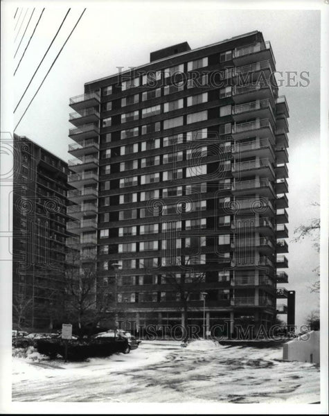 1992 Press Photo The Americana Apartments - Historic Images