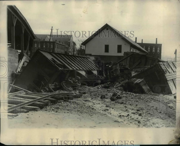 1930 Press Photo Railroad Freight Train Cars Washed Away in Flood, Vermont - Historic Images