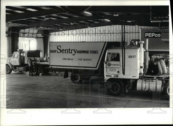 1980 Press Photo Trucks ready for hauling at Leaseway Transportation Co of Ohio - Historic Images