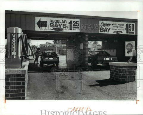 Cleveland plain dealer taggedauto car parts engines tire 1990 press photo american pride do it yourself car wash 11870 bellaire historic solutioingenieria Choice Image