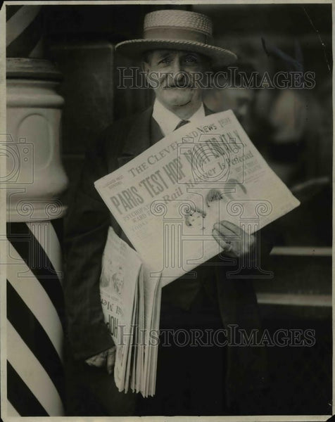 1928 Press Photo John Hiller Newsboy and his straw hat. - cva68321 - Historic Images