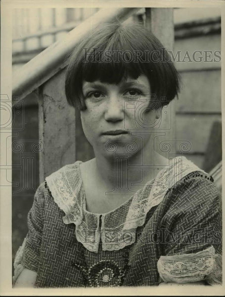 1925 Press Photo San Francisco Suzie Banchero age 18 supports family - Historic Images