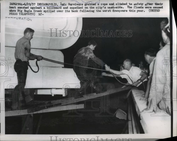 1957 Press Photo Survivors Grab Rope & Climb to Safety Indianapolis Floods - Historic Images