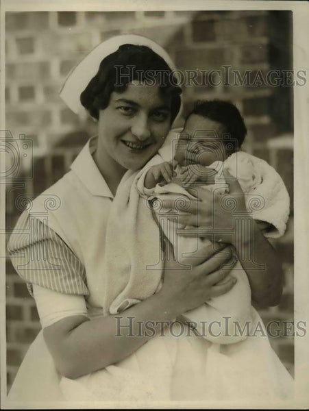 1925 Press Photo Baby Girl Left at on Doorstep in San Francisco - Historic Images