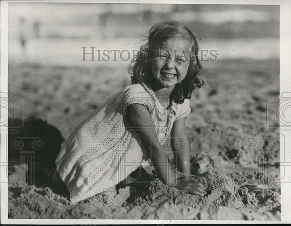 1932 Press Photo Arle Perry from Manhassett at the Miami Beach during summer - Historic Images