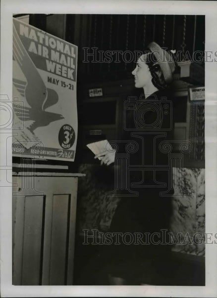1938 Press Photo Miss Rice takes letter to Post Office in Dallas, Texas - Historic Images