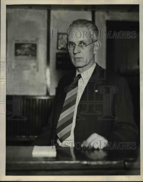 1912 Press Photo Roy Shank at his desk - Historic Images