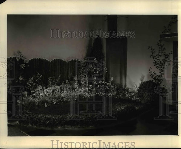 1934 Press Photo Garden Lighting at Entrance to All-Electrical Home at GE in OH - Historic Images