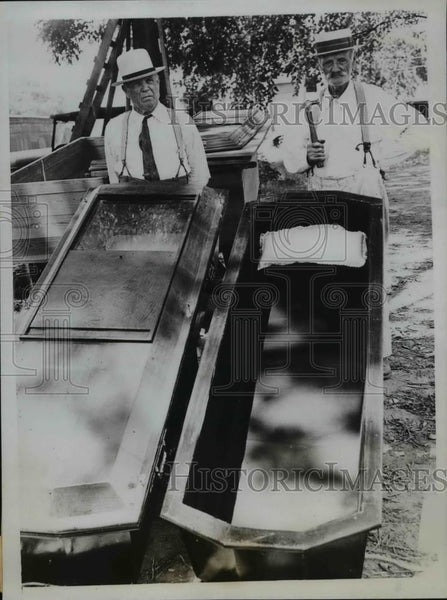 1935 Press Photo C.W. Rollison & Brother J.W. Rollison with Their Coffins - Historic Images