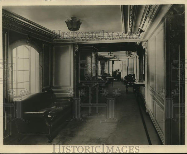 1929 Press Photo Maru's Lounge arranged for N.Y.K. line exhibits/paintings - Historic Images