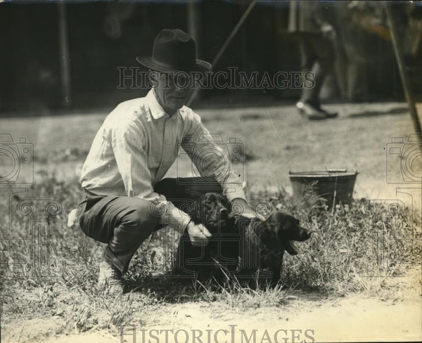 1921 Press Photo Bob Grady & his dogs a t grand circuit stables - Historic Images