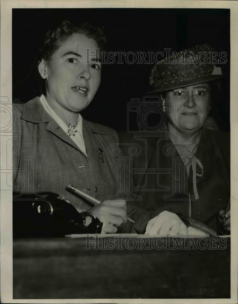 1944 Press Photo Mrs Harry Buckley & Mrs ER Storer of Kansas - Historic Images
