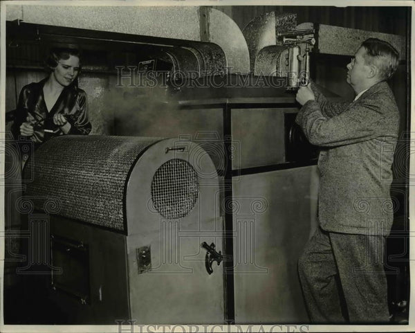 1934 Press Photo Dr. E. Vernon Hill, eminent air condioning expert - Historic Images