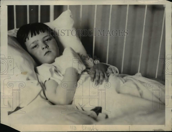 1922 Press Photo Roger Stantion Cooke recuperating from high voltage - Historic Images